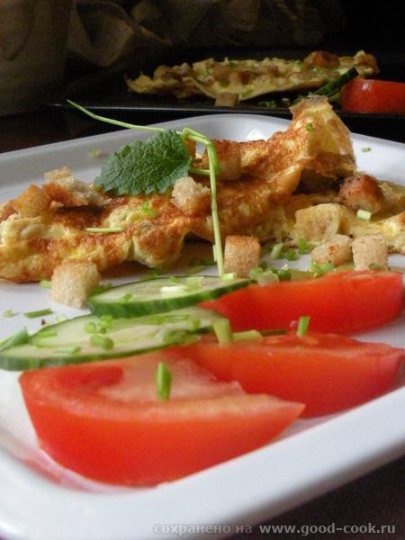 Горячее бутерброды Яишня на копченом сале Одним -Омлет с сухариками Другим- с сосисками - 4