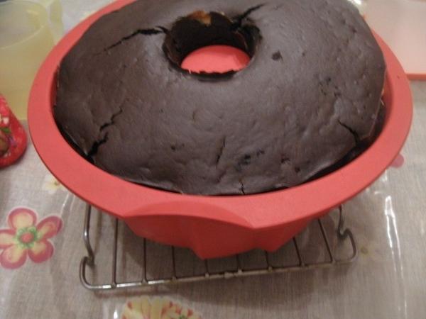 Сверху осторожно выкладываем шоколадное (с какао) тесто - 2