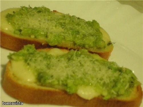 Очень вкусные получились Горячие бутерброды с песто из рукколы Всем рекомендую