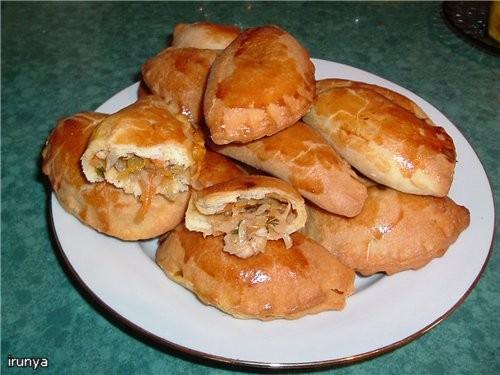 Пирожки с куриной грудкой и тушеной капустой