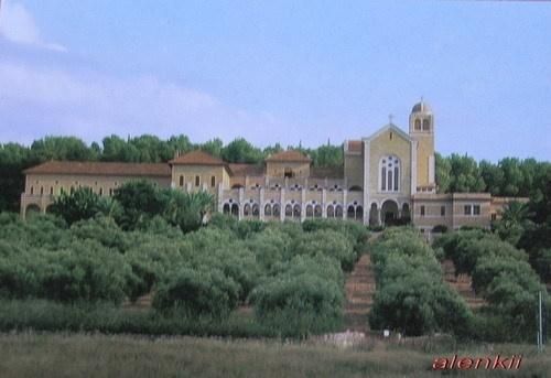 Это мужской монастырь в Латруне
