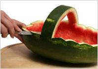 Корзинка из арбуза с фруктовым салатом - 5