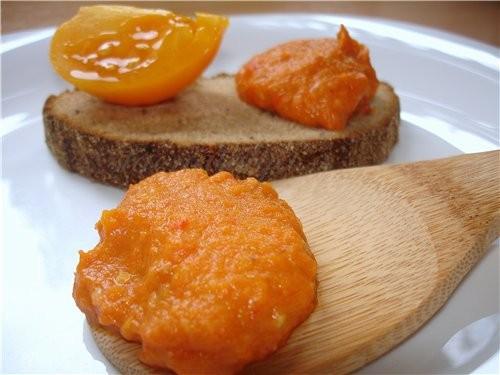 БАКЛАЖАНОВАЯ ИКРА 2 баклажана, 1 красный сладкий перец, 2 средних спелых помидора, 1 морковь, 1 лук...