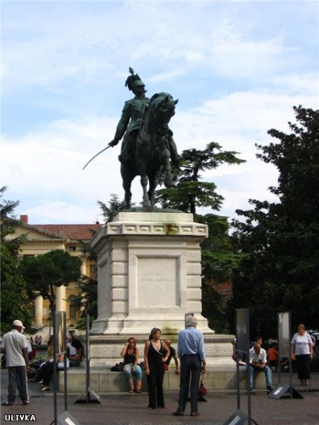 А это памятник Виктору Эммануилу , королю-объединителю Италии
