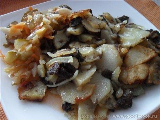 Яичница с салом и луком Картофель жареный с грибами и с консервированным салатиком - 2