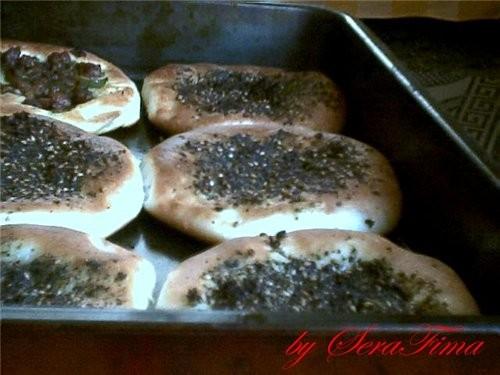 вот сегодня соорудила лепешки с мясом, мини-пиццы и с оливковым маслом и затааром ВКуснЭнька переку... - 2