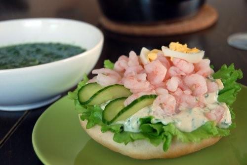 Бутерброд по-шведски=) Без такого бутерброда, по-моему, не обходится меню ни одного ресторана в Шве...