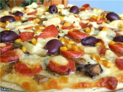 ПИЦЦА «GOURMET» (для настоящих гурманов) Для этой пиццы нам понадобится : Готовая основа для пиццы...
