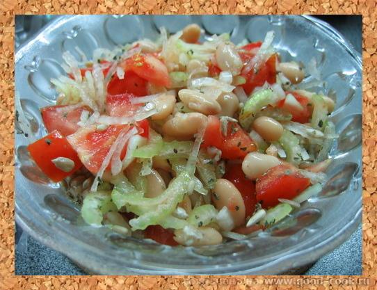 салат из томатов с фасолью и сельдереем