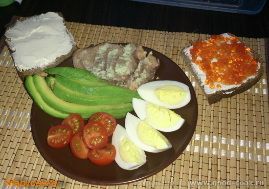 завтрак авокадо-яйца-бутерброды
