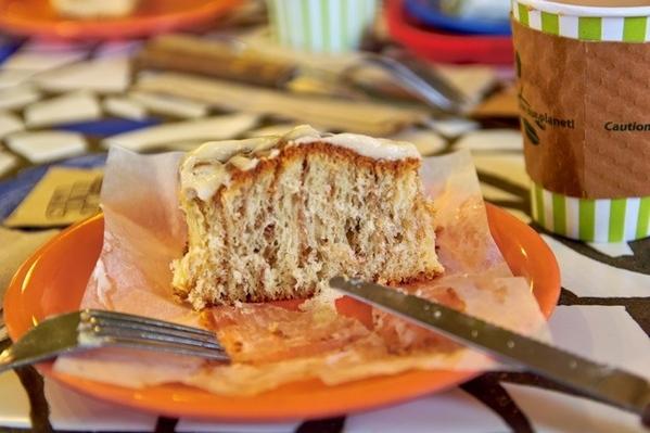 Пили кофе в булочной у Хозе Ортиза и его жены Гэйл, именем которой кондитерская и кафе названы 19 - 3