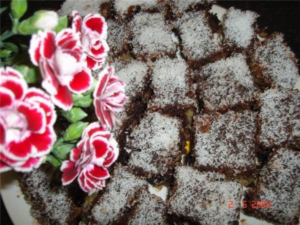 Продолжаю эксперементы со своим универсальным рецептом кекса, на этот раз я полила его шоколадным с...