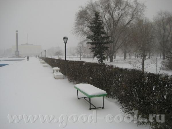 У нас тоже выпало сразу много снега и все еще метет, но таких морозов, как у вас , нет, всего-то -1...