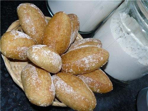 Насчёт хрустящности булочек название, конечно, передёргивает, пока горячие, они были действительно...