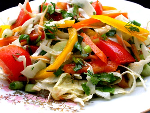 Ну ежели тут капусту тож уважают,вот такой салат был у меня сегодня : Салат из белой капусты 1/2 ко...