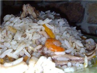 На ужин сготовила рис с морепродуктами в режиме Плов