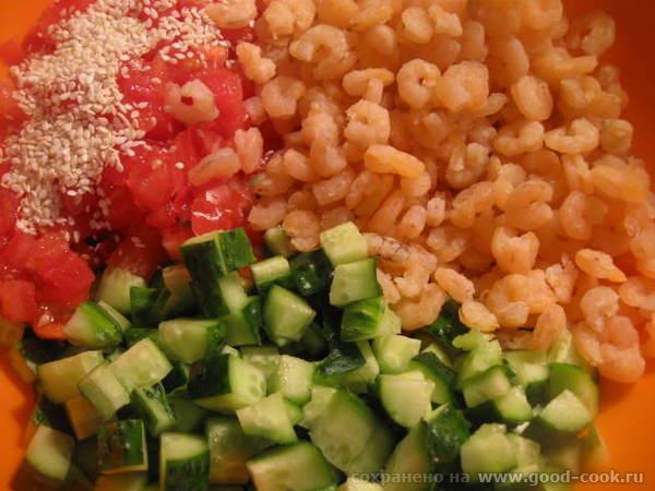 Благо, что помидоры в весеннее время хорошо поддаются нарезке на этом приспособлении - 4