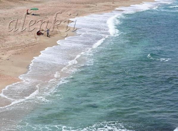 Стоя на вершине ракушечной скалы, обозреваем захватывающие картины моря и островков, волн и побереж... - 3