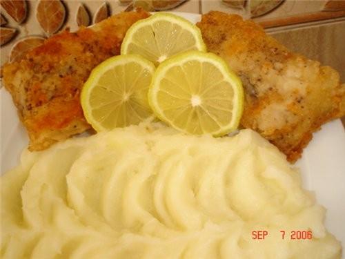 Рыба жареная и картофельное пюре