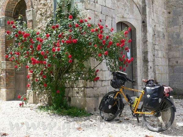 Чуть не забыла поставить мою любимую фотографию из этого отпуска: мой самый красивый на свете велос...