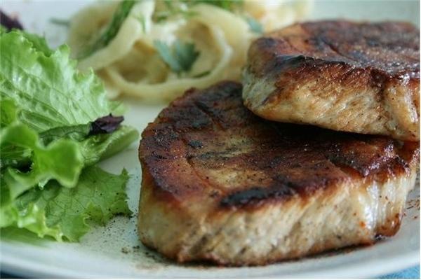 свинина с луковым соусом на 2 порции 3 большие луковицы 200 мл сливок 20% 2ст - 2