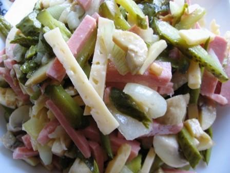У нас сегодня на ужин Салат Особенный солянка мясная сборная и рисовая каша в горшочках Солдатская...