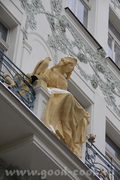 Архитектура особенная, каждый дом со своим стилем, историей и не похож один на другой - 3