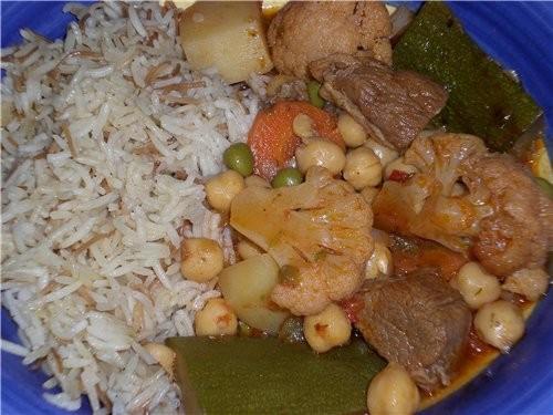 Сегодня на ужин ,тоже готовила Тушоная Баранина с Хоммусом,морковью и картофелем в томатном соусе,...