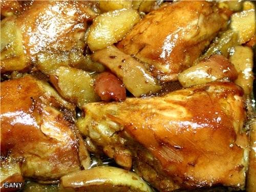 МАРИНОВАННАЯ КУРИЦА ЗАПЕЧЕННАЯ В ДУХОВКЕ С ЯБЛОКАМИ 5 нижниx четвертей курицы 1/2 ст