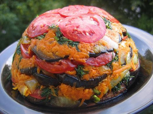 вот еще одна закуска из баклажанов,очень понравилась оранжевое настроение 2 -3 баклажана 2 морковки...