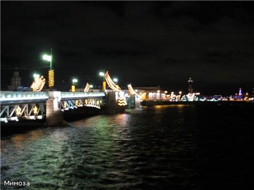 Вид на Дворцовый мост и стрелку Васильевского острова от Зимнего дворца