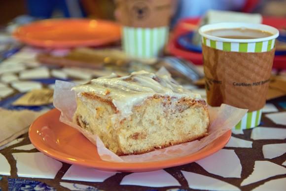 Пили кофе в булочной у Хозе Ортиза и его жены Гэйл, именем которой кондитерская и кафе названы 19 - 2