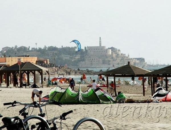 Перед нами Средиземное море, где на горизонте сквозь серо-голубую дымку проступают стены древнего Я... - 2