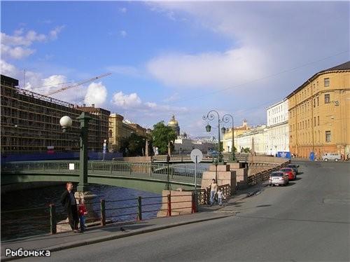 А это вид с Матвеева моста (через Крюков канал) на Краснофлотский пешеходный мост и Поцелуев мост (...