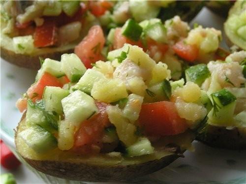 Картофельные лодочки с салатом из селедки и овощей 250 г филе малосольной селедки, 4 большие картош...