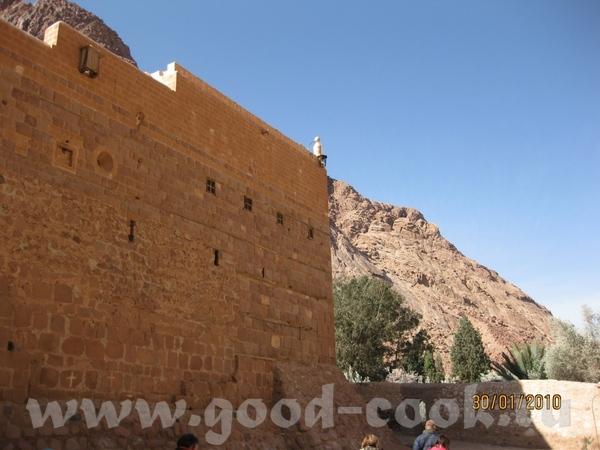 В завершении покажу немного монастырь (фотографировать в самом храме естественно нельзя, так что по...