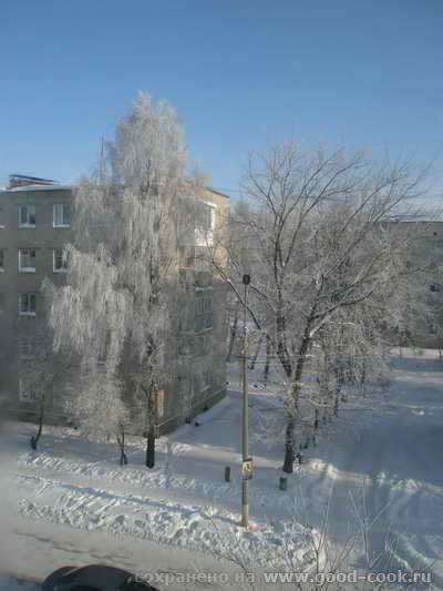 У нас сегодня погода такая замечательная - снежок, солнышко, ночью иней деревья облепил