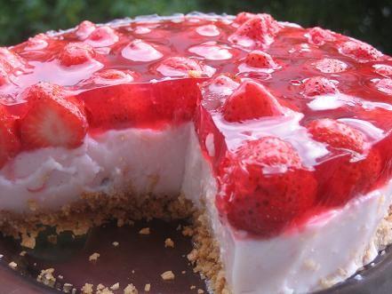 я из нескольких подобных рецептов выбрала то что мне нужно и получился такой легкий тортик,который...