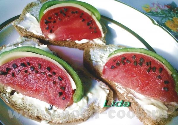 Бутерброд Ломтик арбуза Батон ( у меня был серый) масло помидор сыр зеленый перец оливка 1 штука - 2