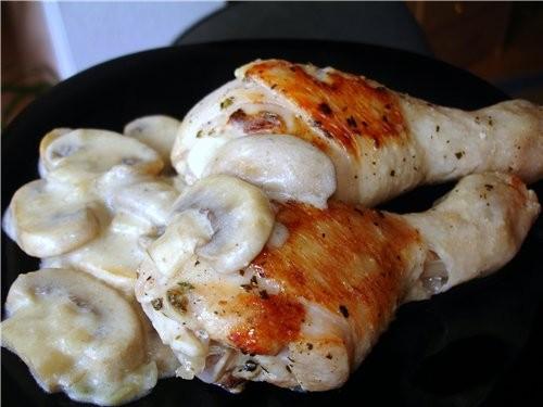 тушеные куриные ножки с грибным соусом крылышки - барбекю жареный цыплёнок утка с гречкой и шампинь...
