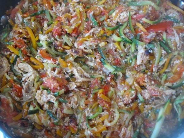 Помещаем в сковороду помидоры, немного все тушим и получаем вот такие замечательные овощи м с мясом - 2