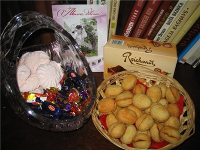 на сладкое орешки, зефир, конфетки