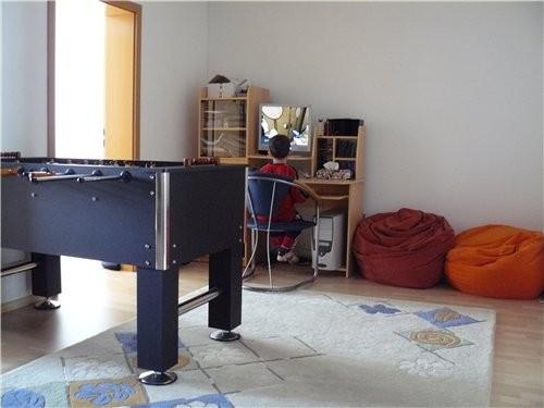 Первый этаж столовая и зал, на втором тоже коридор, сделали компьютерную комнату
