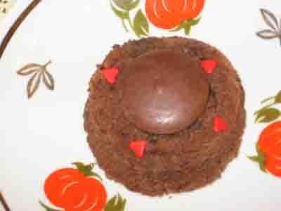 Сделала ну очень вкусные пирожные от Карины с кукинга , biscuit au chocolat coulant быстрый вариант...