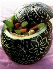 Корзинка из арбуза с фруктовым салатом - 6