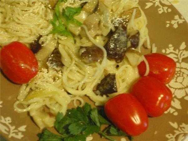 """Яичная лапша с грибами Тальерини фунги порчини кухня: итальянская источник: журнал """"Гастрономъ"""", #1..."""