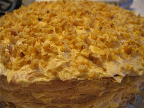 девочки, это очень вкусный торт, даже я, которая вообще безе не люблю, я просто его обожаю, не могу...