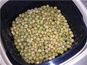 Проращивала семена-не помню точно по времени,но роросли быстро-заменяла холодную воду на теплую-вла...