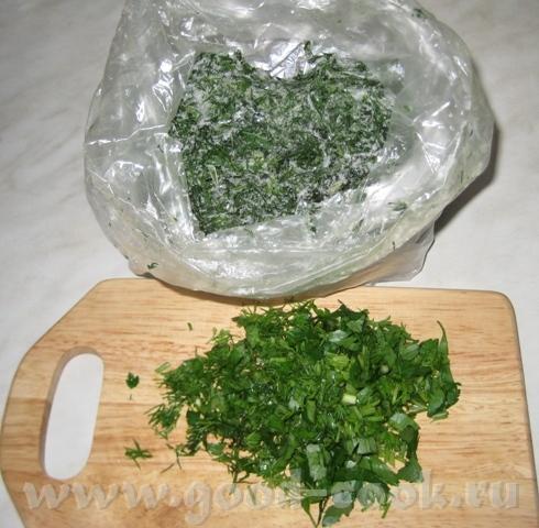 Я в морозильник кладу зелень в двух пакетах, тогда не пахнет