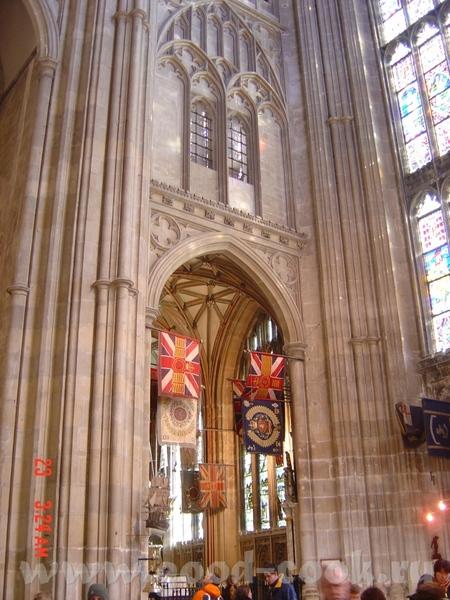 Томас Бекет был провозглишен мучеником, канонизирован через 3 года, а собор стал местом паломничест... - 2